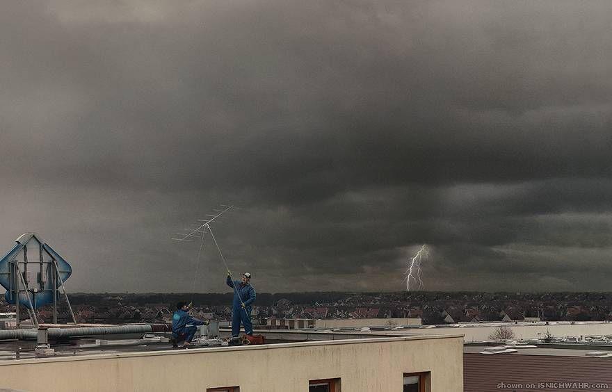 Antennaszerelés miközben villámlik